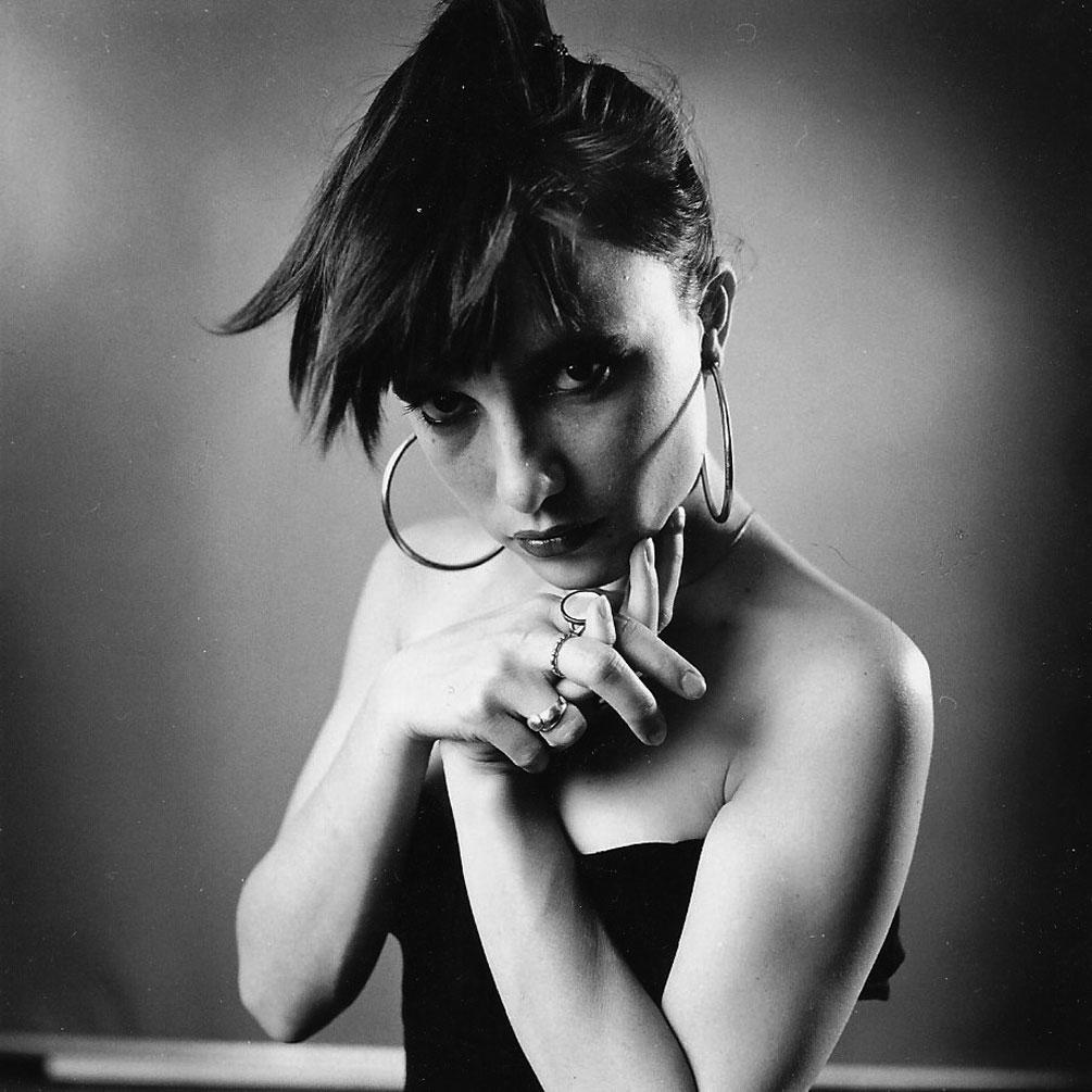Portrait photographique noir blanc d'une jeune fille par Christian Rossier