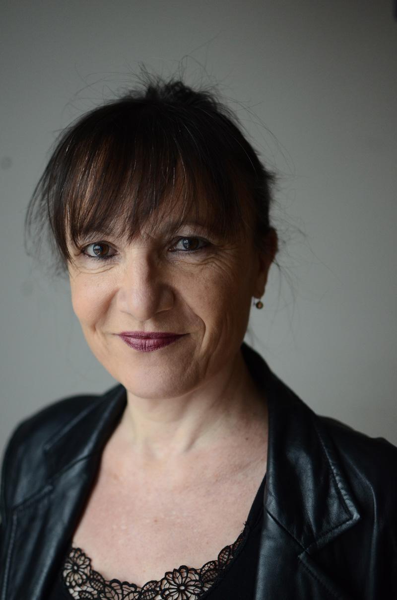 Portrait photographique couleur de l'écrivain Véronique Emmenegger